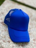 کلاه آفتابی پشت تور آبی